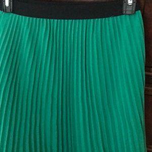 Beautiful hunter green pleated maxi skirt